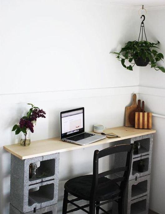 tuğla ve tahta ile çalışma masası yapmak